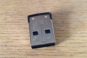 USBメモリ 裏側